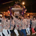 流山赤城神社の神輿を元気に担ぐ娘たち